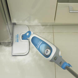 Black and Decker SM1620 Steam Mop In Action
